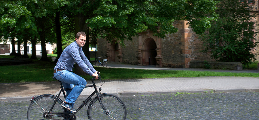 Christian Otto mit dem Fahrrad unterwegs.